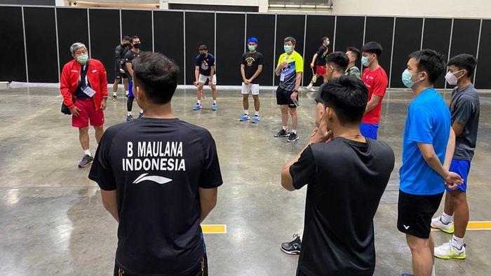 Tim Bulutangkis Indonesia sempat canggung berlatih di Bangkok, Thailand, karena protokol kesehatan yang ketat.