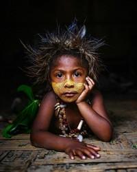 Bulu mata lentik anak dari Papua Nugini. (Massimo Bietti/Instagram)