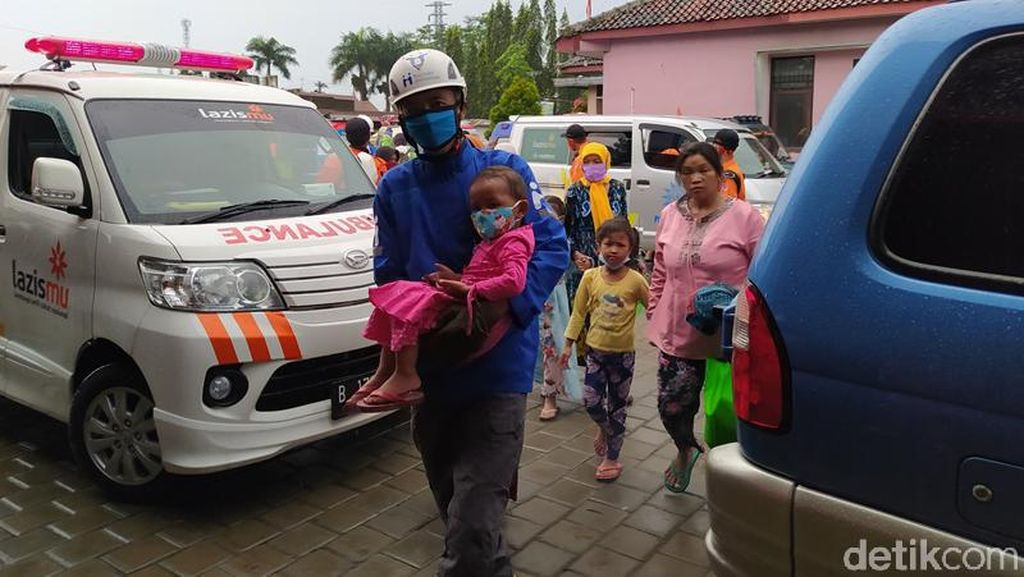 Merapi Erupsi, Ratusan Warga Magelang Balik Mengungsi