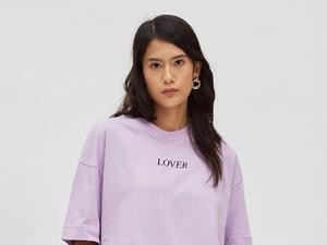 Rekomendasi 7 Baju Hingga Sepatu Warna Lilac yang Lagi Tren, Cantik Banget!