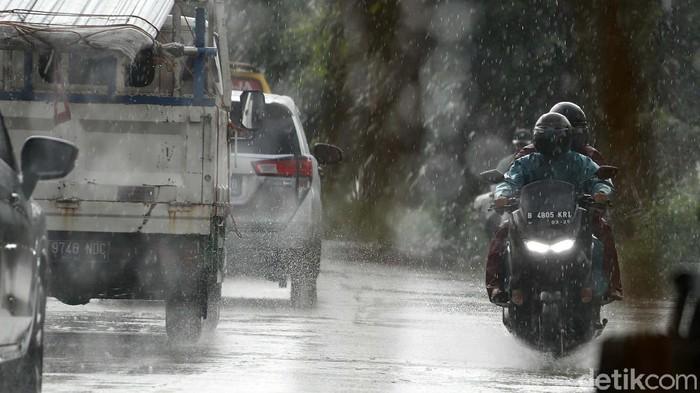 Hujan mengguyur wilayah Jabodetabek pagi tadi. BMKGmemberikan peringatan dini cuaca ekstrem pada Kamis (07/01/2021).