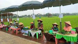 Nikmati Jajanan di Desa Kampoeng Lama, Bayarnya Pakai Kepingan Kayu