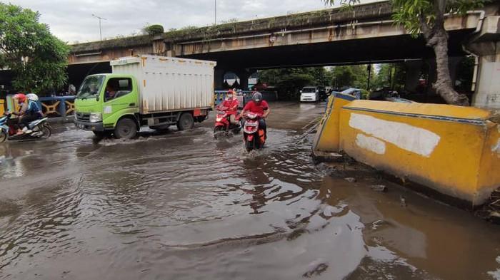 Jalan R.E Martadinata, Ancol Terendam Banjir.