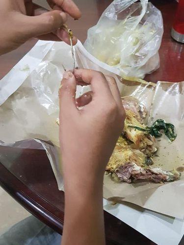 Makan Nasi Padang, Netizen Dapat Bonus Mata Pancing Tajam