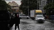 Hampir Tiap Hari Jalan RE Martadinata Ancol Banjir, Warga Minta Solusi