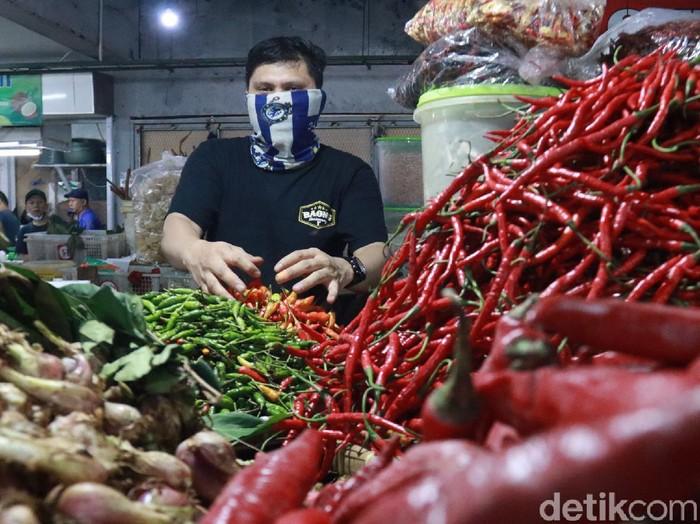 Pedagang cabai di pasar tradisional Bandung.