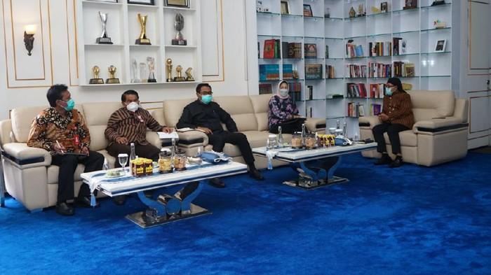 Menko Perekonomian Airlangga Hartarto telah mengumumkan akan ada pembatasan baru di Jawa-Bali pada 11-25 Januari 2020. Pemkot Malang akan mengikuti dan memformulasikan dengan pemda di Malang Raya, soal teknis pemberlakuan pembatasan kegiatan masyarakat (PPKM).