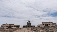 Saat Perang Sipil Spanyol di tahun 1930-an, penyakit kusta jadi wabah yang cukup mematikan. Ada kurang lebih 200 kasus kusta di Tenerife saat itu. Satu-satunya solusi saat itu adalah mengkarantina para penderita kusta supaya tidak menulari orang lain, maka dibangunlah Sanatorio de Abona.