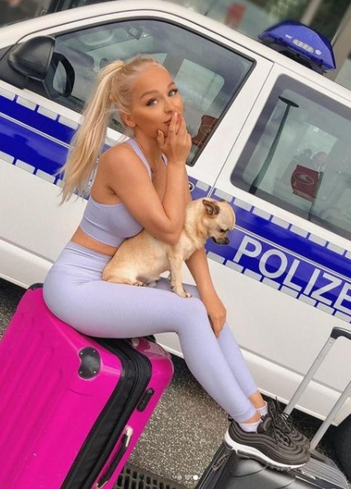 Selebgram bikin penyok mobil polisi