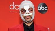 The Weeknd Pamer Wajah Baru di Balik Perban, Bikin Para Fans Syok