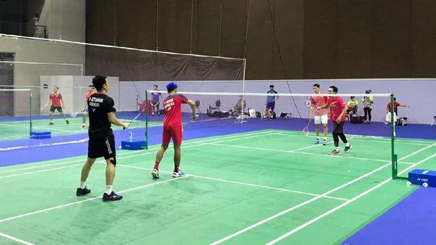 Aktivitas Tim Bulutangkis Indonesia di Thailand, untuk menghadapi Yonex Thailand Terbuka pada 12-17 Januari dan Toyota Thailand Terbuka (19-24 Januari).