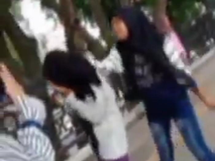 viral bullying remaja putri di gresik
