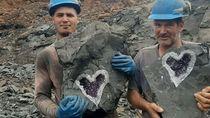 Wow! Penambang Uruguay Temukan Batuan Kristal Bentuk Hati