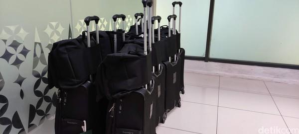 Nama ruangan yang mirip lounge itu yakni Crew Center. Di Terminal 3 Bandara Soekarno Hatta, ruangan kru Garuda Indonesia ini berada.