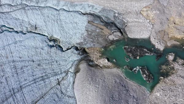 Menurut studi terbaru oleh sebuah asosiasi ilmuan, Deutsche Forschungsgemeinschaft (DFG), gletser Schneeferner Selatan kemungkinan besar akan menghilang sepenuhnya dalam beberapa tahun mendatang.