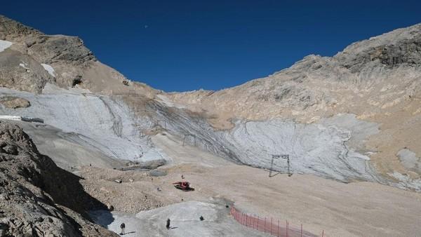Begitu pula dengan gletser Schneeferner Utara yang lebih besar, tidak akan bertahan hingga paruh kedua abad ini.