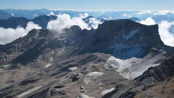 Kedua gletser tersebut dulunya merupakan bagian dari gletser Plattachferner, yang pada abad ke-19 menutupi dataran tinggi dengan 300 hektar es.