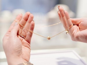 Tips Memilih Perhiasan yang Sesuai dengan Warna Kulit