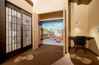 Setiap kamar hotel dapat menampung hingga 4 tamu. Kamar Maiko Hello Kitty itu dapat dipesan langsung di situs Resi Stay. Untuk harga sewa per malamnya adalah 19.545 yen atau sekitar Rp 2,6 juta untuk dua orang.