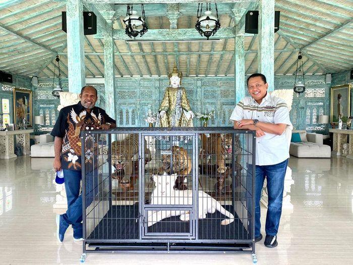 Ketua MPR Bamsoet menerima Ketua Harian Panitia Besar Pekan Olahraga Nasional XX 2021 sekaligus Wakil Ketua DPR Provinsi Papua dari Fraksi Demokrat di Bali.