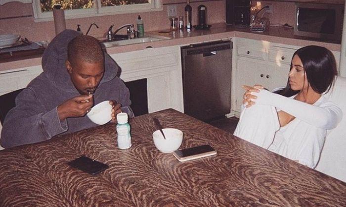 Kompaknya Kim Kardashian dan Kanye West Saat Makan Bareng Keluarga