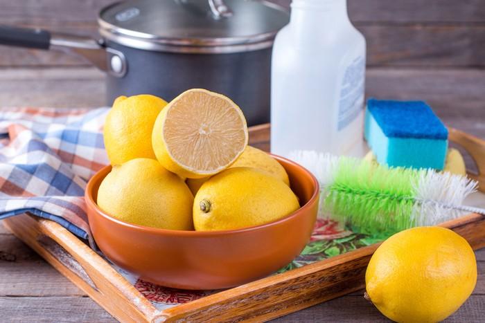 Manfaat Lemon yang Ampuh Bersihkan Perabot Rumah