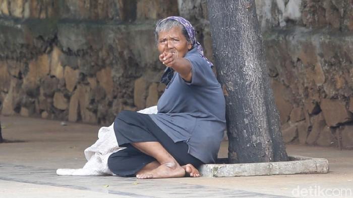 Pemprov DKI Jakarta punya pendapat berbeda soal tunawisma di jantung Ibu Kota. Nyatanya, masih ada lho beberapa tunawisma di kawasan Sudirman.