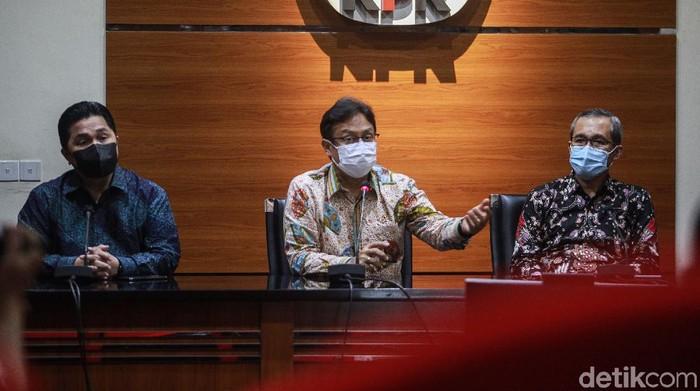 Menkes Budi Gunadi Sadikin dan Menteri BUMN Erick Thohir menyambangi KPK. KPK menyebut kedatangan mereka untuk audiensi terkait pengadaan vaksin COVID-19.