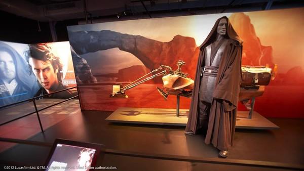 Pameran tersebut dikatakan sebagai pencarian identitas, di mana memungkinkan pengunjung melihat secara detail tentang karakter star wars, sambil pengunjung menemukan karakter mereka sendiri dalam alam semesta fiksi.