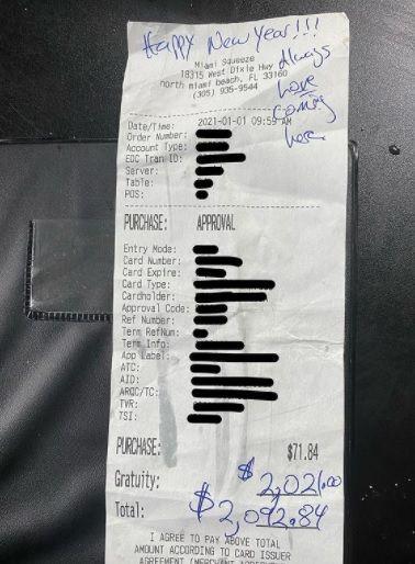 Pelayan Restoran Dapat Tip Rp 28 Juta