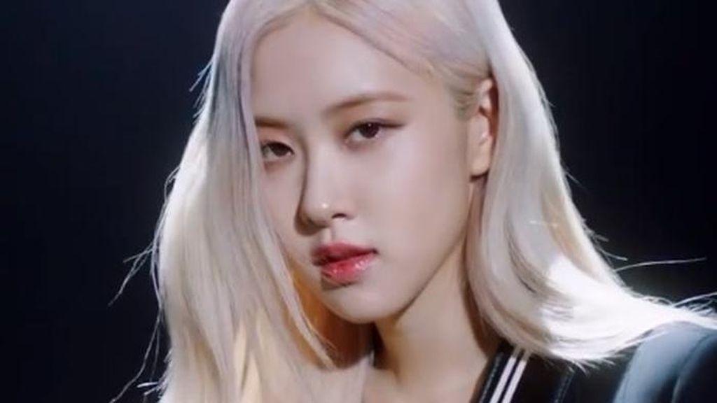 YG Entertainment Beri Bocoran soal Debut Solo Rose BLACKPINK