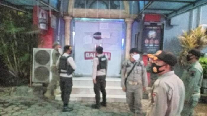 Satpol PP Cilegon segel 2 tempat hiburan malam yang beroperasi saat pandemi