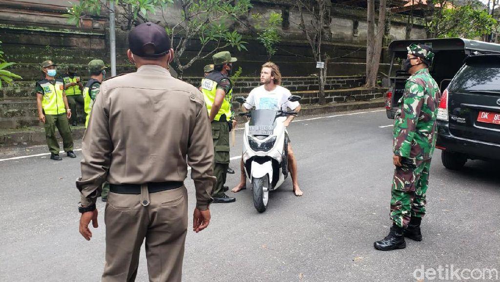 Potret Bule Ngeyel Langgar Prokes di Bali, Disanksi Malah Ketawa-ketiwi