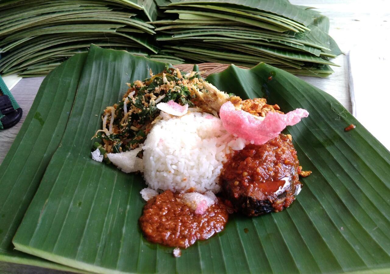 Suasana di Warung Nasi Bang Tunoq