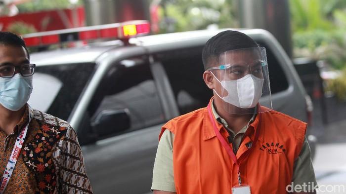 Tersangka korupsi, mantan stafsus Menteri KKP Andreu Pribadi Misata tiba di gedung Komisi Pemberantasan Korupsi (KPK), Jakarta, Jumat (8/1/2021) untuk menjalani pemeriksaan.