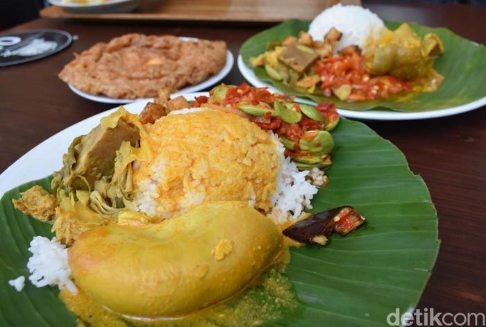 Dokter Hewan Ini Rela Dibayar Nasi Padang untuk Bantu Obati Hewan