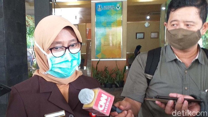 Kepala Dinas Kesehatan (Kadinkes) Jawa Timur dr Herlin Ferliana positif COVID-19