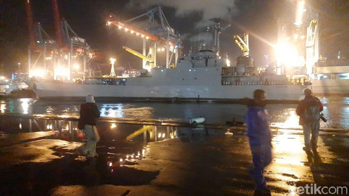 KRI Gilimanuk berangkat ke Pulau Laki mencari pesawat Sriwijaya Air SJ182