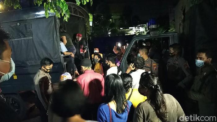 Operasi yustisi petugas gabungan di Surabaya mengamankan puluhan warga yang tak patuh dan berkerumun