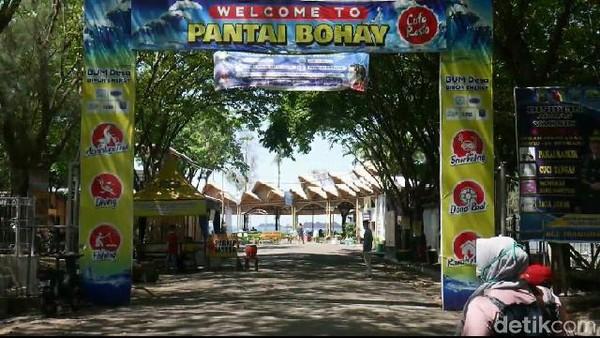 Salah satu wahana yang belakangan digandrungi para wisatawan di Pantai Bohay adalah diving dan snorkeling.