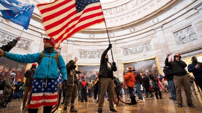 Penyerbuan Gedung Capitol: Mengapa sistem keamanan gagal mencegah para perusuh pendukung Presiden Trump?