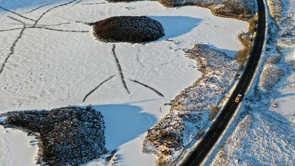 Biasanya danau ini dimanfaatkan warga untuk bermain ski, namun jika suhu ekstrem melanda danau ini tampak sepi.