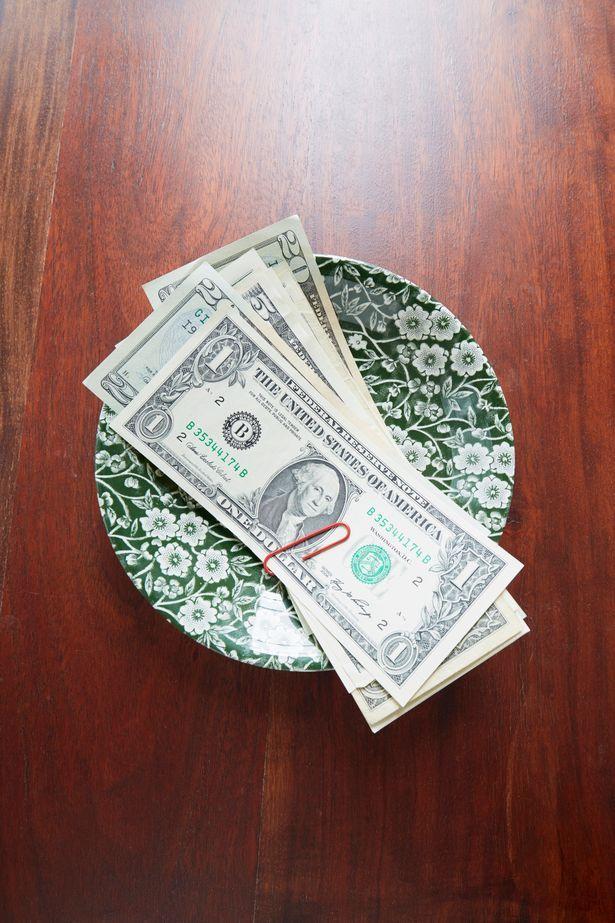 Pria Ini Ambil Lagi Tip Rp 70 Ribu yang Diberikan ke Pelayan karena Hal Ini