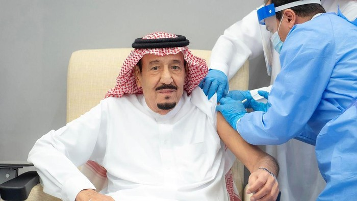 In this photo released by Saudi Press Agency, SPA, Saudi Arabias King Salman receives the first dose of the Pfizer COVID-19 vaccine in Neom, Saudi Arabia, Friday, Jan. 8, 2021. (Saudi Press Agency via AP)