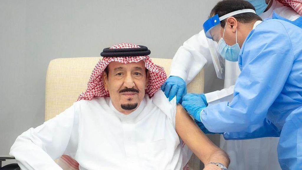 Raja Arab Saudi Salman bin Abdul Aziz Divaksin Covid-19