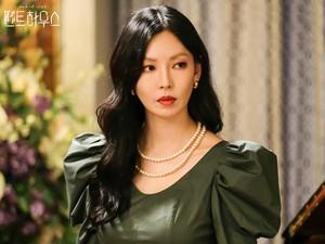 Sering Adegan Ciuman di The Penthouse, Kim So Yeon Ungkap Reaksi Suaminya