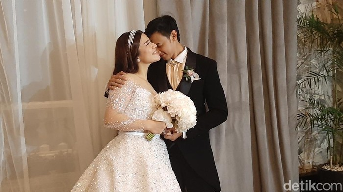Caesar Hito dan Felicya Angelista menikah