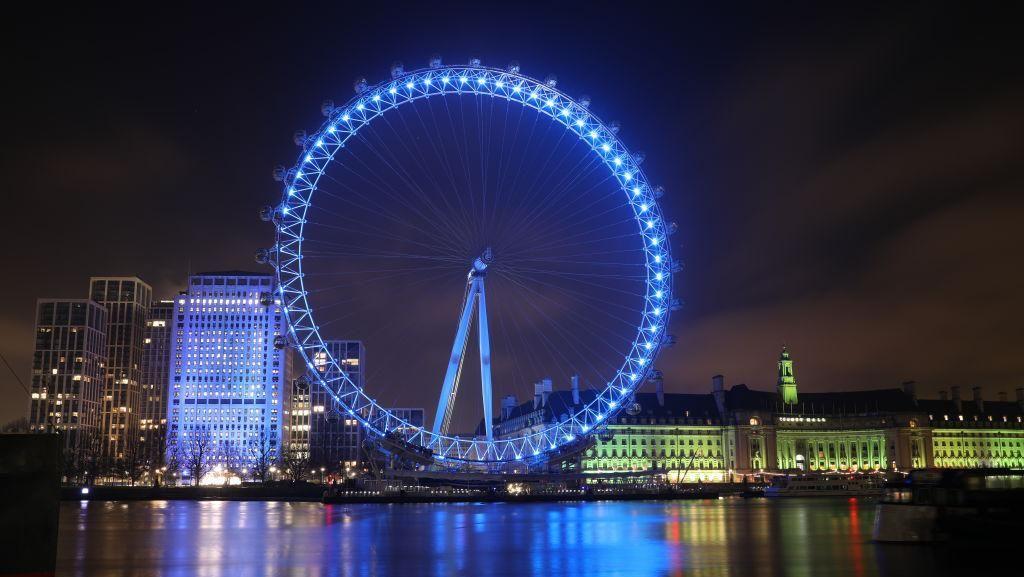 Dukung Tenaga Kesehatan, Landmark di London Menyala Biru