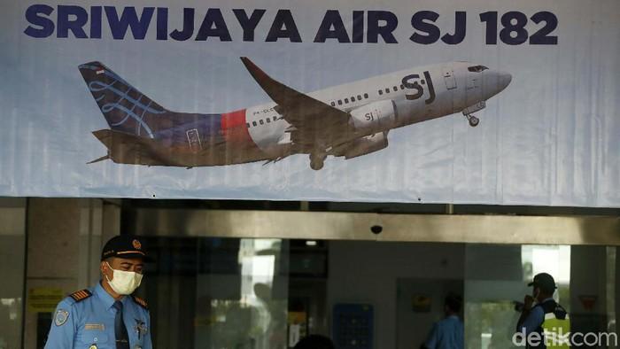Pihak Angkasa Pura II membentuk crisis center di Bandara Soekarno Hatta terkait insiden jatuhnya pesawat Sriwijaya Air SJ182. Crisis center banyak didatangi keluarag korban.