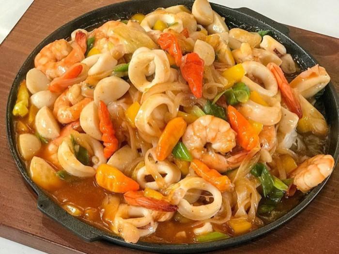 Kwetiau Seafood Hotplate